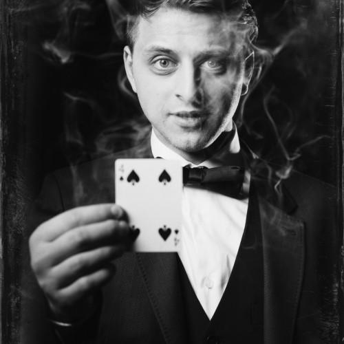 Yan Markson- Professional Magician